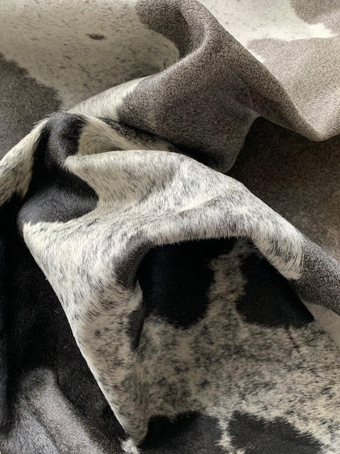 A-1443 Grey and White Speckled Cowhide Rug Size: 7 1/2' X 7'